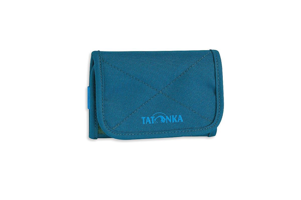 Кошелек Tatonka Folder, цвет: темно-синий. 2980.1502980.150Компактный кошелек Tatonka Folder выполнен из плотного полиэстера и оформлен декоративной прострочкой и названием бренда на лицевой стороне. Кошелек закрывается клапаном на застежку-липучку. Внутри - два отделения для купюр (одно из которых на застежке-молнии), отсек для мелочи на застежке-молнии, два открытых боковых кармана, три кармашка для кредитных карт, прозрачное пластиковое окошко, съемный пластиковый блок из 6 файлов, кольцо для крепления ключей или брелока. Многофункциональный кошелек займет достойное место среди ваших аксессуаров.