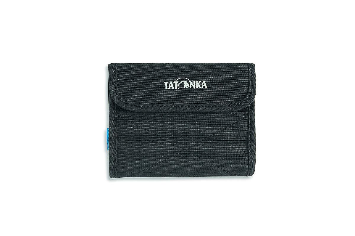 Кошелек Tatonka Euro Wallet, цвет: черный, 25 см х 14 см х 1 см2981.040Модный кошелек Tatonka Euro Wallet выполнен из плотного полиэстера и оформлен декоративной прострочкой и названием бренда на лицевой стороне. Кошелек закрывается клапаном на застежку-липучку. Внутри - два отделения для купюр (одно из которых на застежке-молнии), четыре кармашка для кредитных карт, прозрачное пластиковое окошко, потайной кармашек, эластичный фиксатор и кольцо для крепления ключей или брелока. Обратная сторона кошелька дополнена декоративной молнией. Многофункциональный кошелек займет достойное место среди ваших аксессуаров.