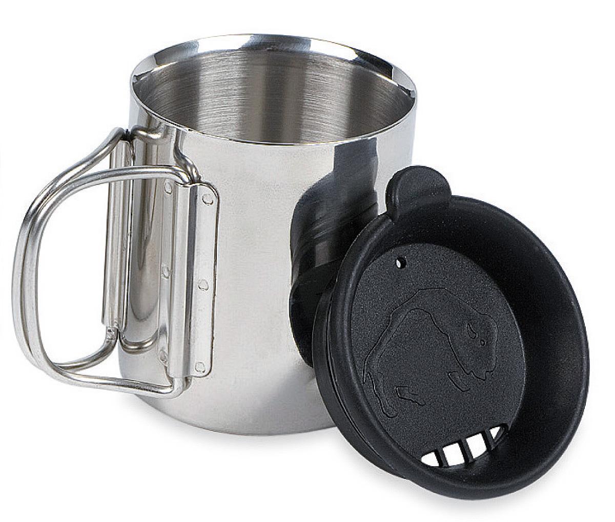 Термокружка с крышкой Tatonka Thermo, 0,25 л4080.000Термокружка Tatonka Thermo из нержавеющей стали со складными ручками и крышкой. Удобна в транспортировке. Кружка остается комфортной и прохладной снаружи, даже когда внутри кипяток. Крышка имеет специальные отверстия для питья. Это позволяет пить любимые напитки, не вынимая крышку, и напиток дольше не остывает. Внутри расположена мерная шкала. Высота кружки: 8,5 см. Диаметр кружки без учета ручки: 7,5 см.