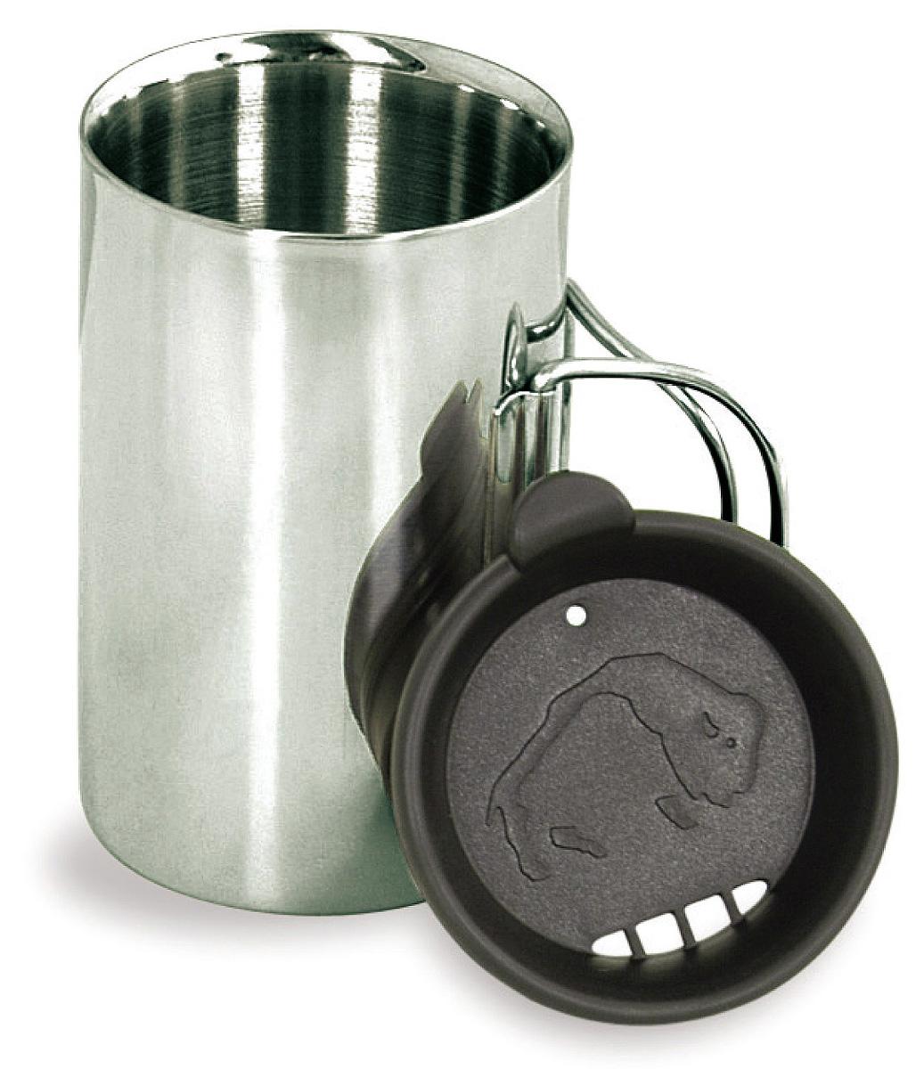 Термокружка с крышкой Tatonka Thermo, 0,35 л4081.000Термокружка Tatonka Thermo из нержавеющей стали со складными ручками и крышкой. Удобна в транспортировке. Кружка остается комфортной и прохладной снаружи, даже когда внутри кипяток. Крышка имеет специальные отверстия для питья. Это позволяет пить любимые напитки, не вынимая крышку, и напиток дольше не остывает. Внутри расположена мерная шкала. Высота кружки: 11,5 см. Диаметр кружки без учета ручки: 7,5 см.
