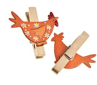 Набор декоративных прищепок Home Queen Веселушки, цвет: оранжевый, 6 шт66748_1Набор Home Queen Веселушки состоит из шести декоративных прищепок. Прищепки выполнены из высококачественного дерева и декорированы фигурками курочек. Изделия используются для развешивания стикеров на веревке, маленьких игрушек, а оригинальность и веселые цвета прищепок будут радовать глаз и поднимут настроение. Длина прищепки: 4,5 см. Размер фигурки: 4,5 см х 0,5 см х 3 см.