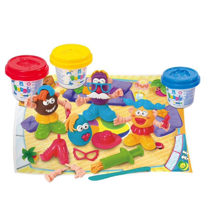 Playgo Набор для лепки Funny FamilyPlay 8648Набор для лепки Playgo Funny Family представляет собой сочетание моделирования и игры. Набор включает в себя: 3 баночки массы для лепки по 56 г (красный, желтый, синий), стек для моделирования, 1 шприц для выдавливания, набор пластиковых частей и аксессуаров для создания игрушек, игровая фоновая сцена. Входящая в набор пластилиновая масса разработана специально для детей, очень мягкая, приятно пахнет, ее не надо разминать перед лепкой. Пластилин быстро высыхает, не имеет запаха, не липнет к рукам и одежде, легко смывается, а так же легко смешивается, что позволяет получать новые цвета. На крышечках баночек имеются трафареты с помощью которых ваш ребенок сможет легко самостоятельно сделать фигурку. Стек выполнен из пластика и не имеет острых концов, что безопасно для вашего малыша. С его помощью он сможет легко и быстро разрезать массу. Фигурный шприц для выдавливания поможет вашему малышу легко создать детали в форме узких палочек. Набор пластиковых частей и аксессуаров для...