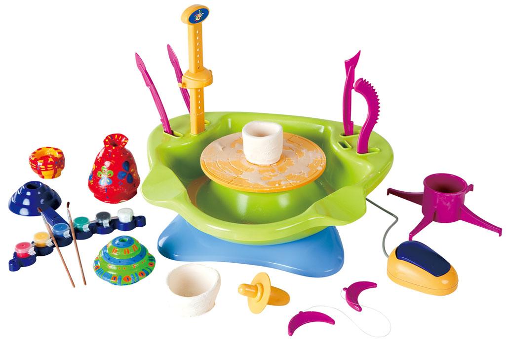 Playgo Набор для творчества с глиной Гончарный круг, цвет: салатовый, голубой. 8525Play 8525Набор для творчества с глиной Playgo Гончарный круг развивает у ребенка воображение, мелкую моторику, а также реализовывать творческие фантазии. С помощью набора ребёнок сможет сделать из глины горшок или вазу, а после полного высыхания раскрасить изделие. Работает набор от 4 батареек напряжения 1,5 V типа LR14 (не входит в комплект). Имеется разъем для аккумулятора и ножная педаль со штекером для регулировки скорости. Набор подходит как для правши, так и для левши. Особенности набора: - традиционный гончарный круг с эргономичной формой, - съемная вращающаяся гончарная тарелка и чаша, - легкая чистка, - подставка для раскрашивания, - можно поворачивать и декорировать.