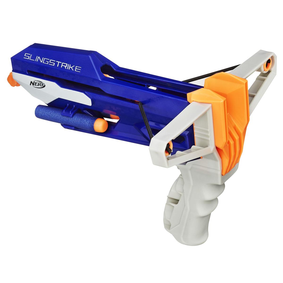 Nerf Рогатка Slingstrike, со снарядамиA9250Рогатка Nerf Slingstrike позволит вашему ребенку почувствовать себя во всеоружии. Набор включает в себя рогатку, 2 снаряда, и подробную инструкцию на русском языке. Рогатка выполнена из прочного безопасного пластика, а снаряды изготовлены из гибкого вспененного полимера. Рогатка оснащена надежным классическим механизмом стрельбы и стреляет на расстояние более 22 метров. Такая игрушка не только порадует малыша, но и поможет ему совершенствовать мелкую и крупную моторику, а также координацию движений. Ребенок сможет соревноваться с друзьями в меткости и скорости стрельбы, или устроить настоящее космическое сражение!