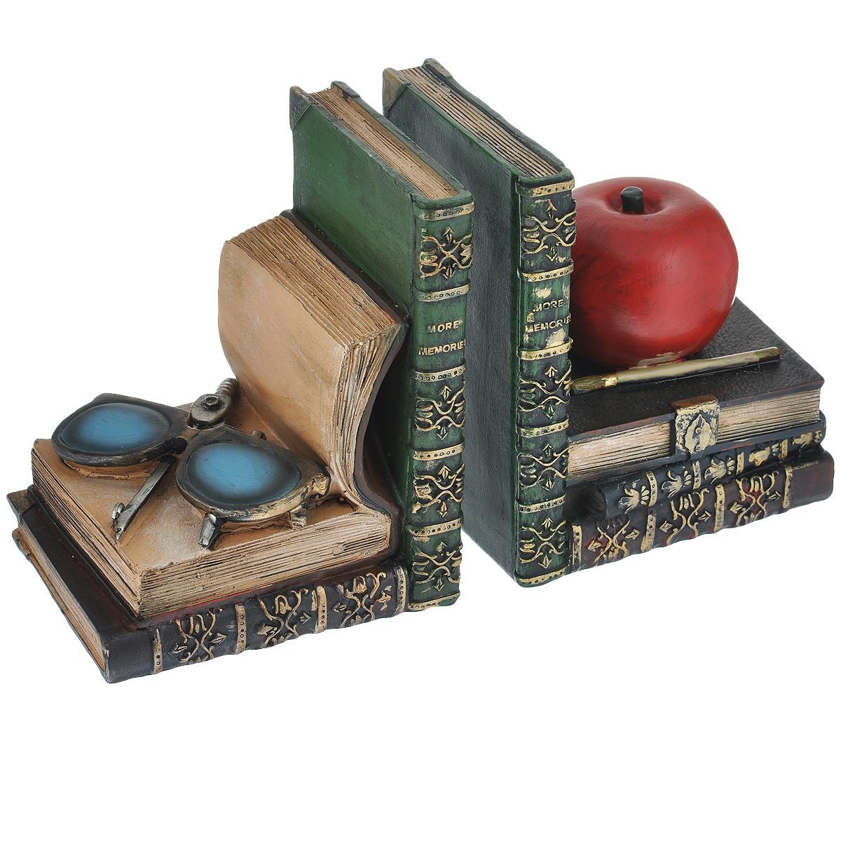 Подставка-ограничитель для книг Наука, 2 шт36133Подставка-ограничитель для книг Наука изготовлена из полирезины. В комплект входит два ограничителя. Изделия выполнены в виде яблока и очков с циркулем, лежащие на постаменте из книг. Между ограничителями можно поместить неограниченное количество книг. Подставка-ограничитель для книг Наука - это не только подставка для книг, но и интересный элемент декора, который ярко дополнит интерьер помещения. Размер подставки-ограничителя: 12,5 см х 10 см х 15,5 см. Комплектация: 2 шт.