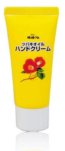 Kurobara Увлажняющий крем Tsubaki Oil для рук с маслом камелии 35г973703Благодаря натуральному маслу японской камелии крем способствует максимальному увлажнению и питанию кожи рук, придает ей здоровый и ухоженный вид. Кожа надежно защищена от сухости даже в холодное время года. После применения кожа становится нежной и гладкой.