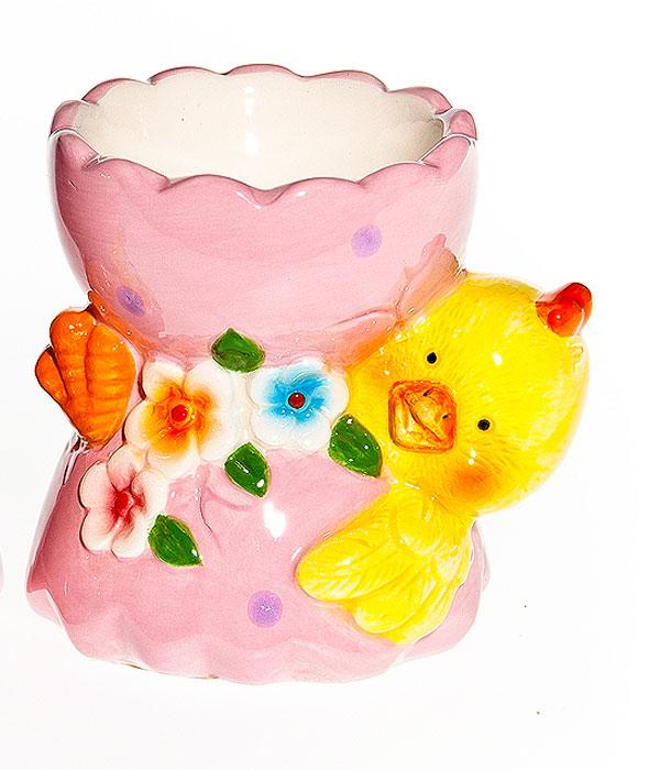 Подставка под яйцо Home Queen Цыпленок на животике в скорлупе, цвет: желтый, розовый64255_1Подставка Home Queen Цыпленок на животике в скорлупе станет оригинальным украшением праздничного стола на Пасху. Изделие изготовлено из керамики и служит подставкой для яйца. Подставка выполнена в виде цыпленка лежащего на животике с ячейкой под яйцо и декорирована рельефным цветочным рисунком. Подставка Home Queen Цыпленок на животике в скорлупе может стать красивым пасхальным подарком для друзей или близких. Размер подставки: 7,5 см х 6 см х 7 см. Диаметр ячейки: 4,5 см.