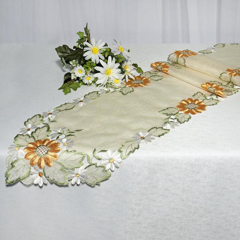 Дорожка для декорирования стола Schaefer, прямоугольная, цвет: зеленый, оранжевый, 30 x 180 см 06597-24806597-248Прямоугольная дорожка Schaefer изготовлена из высококачественного полиэстера и оформлена вышивкой шелковыми нитями на вуальке. Вы можете использовать дорожку для декорирования стола, комода или журнального столика. Благодаря такой дорожке вы защитите поверхность мебели от воды, пятен и механических воздействий, а также создадите атмосферу уюта и домашнего тепла в интерьере вашей квартиры. Изделия из искусственных волокон легко стирать: они не мнутся, не садятся и быстро сохнут, они более долговечны, чем изделия из натуральных волокон. Изысканный текстиль от немецкой компании Schaefer - это красота, стиль и уют в вашем доме. Дорожка органично впишется в интерьер любого помещения, а оригинальный дизайн удовлетворит даже самый изысканный вкус. Дарите себе и близким красоту каждый день!
