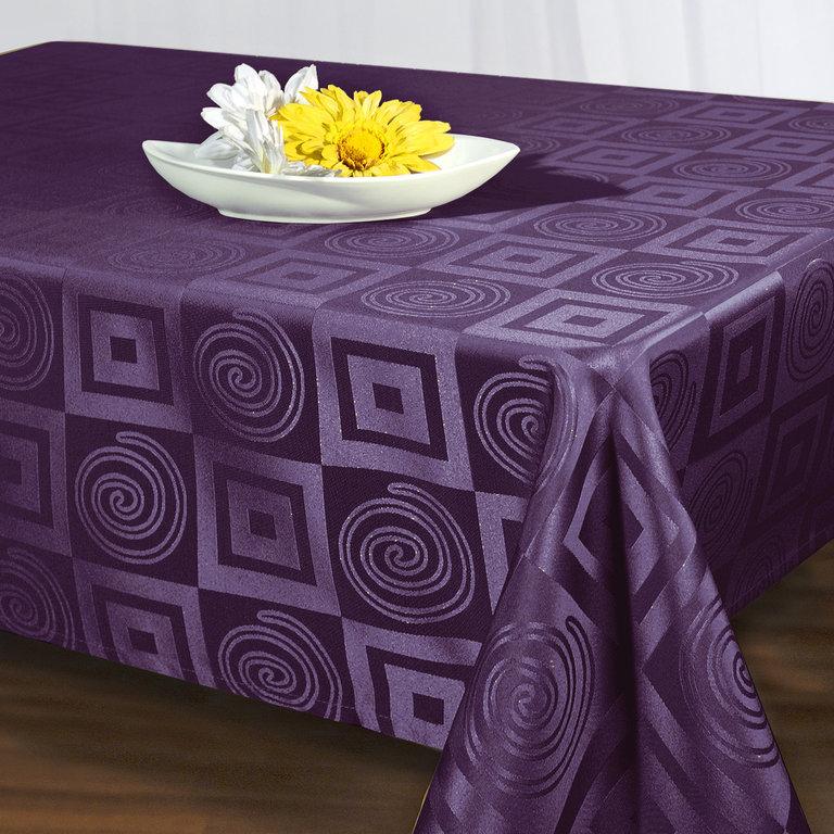 Скатерть Schaefer, прямоугольная, цвет: фиолетовый, 140 x 170 см. 06927-43006927-430Скатерть Schaefer выполнена из высококачественного полиэстера и оформлена оригинальным рисунком. Изделия из полиэстера легко стирать: они не мнутся, не садятся и быстро сохнут, они более долговечны, чем изделия из натуральных волокон. Скатерть Schaefer не останется без внимания ваших гостей, а вас будет ежедневно радовать ярким дизайном и несравненным качеством. Немецкая компания Schaefer создана в 1921 году. На протяжении всего времени существования она создает уникальные коллекции домашнего текстиля для гостиных, спален, кухонь и ванных комнат. Дизайнерские идеи немецких художников компании Schaefer воплощаются в текстильных изделиях, которые сделают ваш дом красивее и уютнее и не останутся незамеченными вашими гостями. Дарите себе и близким красоту каждый день! Изысканный текстиль от немецкой компании Schaefer - это красота, стиль и уют в вашем доме.