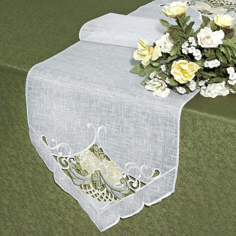 Дорожка для декорирования стола Schaefer, прямоугольная, цвет: белый, 35 x 140 см 07227-23007227-230Дорожка Schaefer выполнена из высококачественного полиэстера. Края изделия оформлены вышивкой в технике ришелье. Вы можете использовать дорожку для декорирования стола, комода или журнального столика. Благодаря такой дорожке вы защитите поверхность мебели от воды, пятен и механических воздействий, а также создадите атмосферу уюта и домашнего тепла в интерьере вашей квартиры. Изделия из искусственных волокон легко стирать: они не мнутся, не садятся и быстро сохнут, они более долговечны, чем изделия из натуральных волокон. Изысканный текстиль от немецкой компании Schaefer - это красота, стиль и уют в вашем доме. Дорожка органично впишется в интерьер любого помещения, а оригинальный дизайн удовлетворит даже самый изысканный вкус. Дарите себе и близким красоту каждый день!