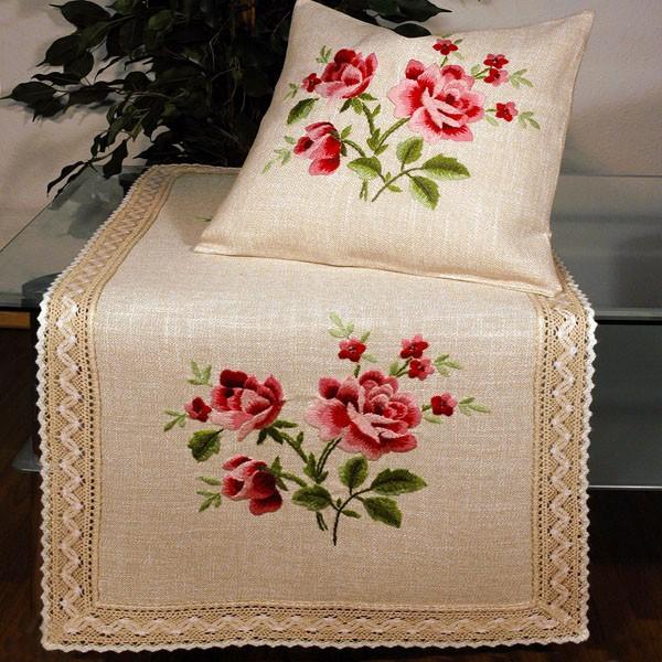 Дорожка для декорирования стола Schaefer, прямоугольная, цвет: бежевый, розовый, 50 x 100 см 6474/390-50*1006474/390-50*100Прямоугольная дорожка Schaefer изготовлена из высококачественного полиэстера и оформлена по краю отделочной тесьмой. Фактура ткани выполнена под натуральный лен, вышивка ручная. Вы можете использовать дорожку для декорирования стола, комода или журнального столика. Благодаря такой дорожке вы защитите поверхность мебели от воды, пятен и механических воздействий, а также создадите атмосферу уюта и домашнего тепла в интерьере вашей квартиры. Изделия из искусственных волокон легко стирать: они не мнутся, не садятся и быстро сохнут, они более долговечны, чем изделия из натуральных волокон. Изысканный текстиль от немецкой компании Schaefer - это красота, стиль и уют в вашем доме. Дорожка органично впишется в интерьер любого помещения, а оригинальный дизайн удовлетворит даже самый изысканный вкус. Дарите себе и близким красоту каждый день! УВАЖАЕМЫЕ КЛИЕНТЫ! Обращаем ваше внимание, что в комплектацию товара входит только дорожка, остальные...