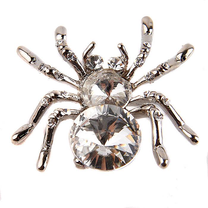 Брошь Сверкающий паук. Металл, австрийские кристаллы. Конец XX векаАРТ, BR0002Брошь Сверкающий паук. Металл, австрийские кристаллы. Западная Европа, конец XX века. Длина 3,5 см, ширина 3,5 см. Сохранность хорошая. Брошь сделана в виде паука. Изделие переливается блеском благодаря обилию кристаллов. Отличный декор однотонного платья. Неплохой сувенир в коллекцию!