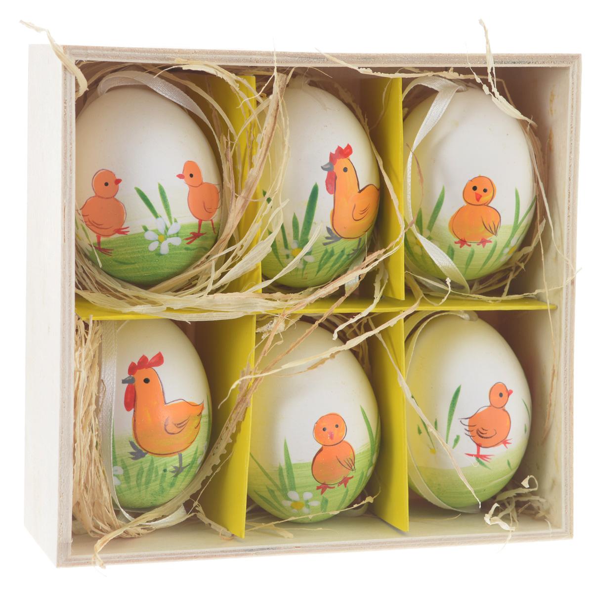 Декоративные подвесные пасхальные яйца Феникс-презент, 6 шт. 3690236902Декоративные подвесные пасхальные яйца Феникс-презент отлично подойдут для декорации вашего дома к Пасхе. Изделия выполнены из натуральной скорлупы куриного яйца и декорированы изображением цыплят и курочек. Украшения оснащены специальными текстильными петельками для подвешивания. В комплекте - 6 пасхальных яиц, которые располагаются в деревянном ящике с подложкой из лыко. Яйцо - это главный символ Пасхи, который означает для христиан новую жизнь и возрождение. Создайте в своем доме атмосферу праздника, украшая его декоративными пасхальными яйцами. Материал: скорлупа куриного яйца, текстиль, лыко. Размер яйца: 4 см х 4 см х 5,5 см.