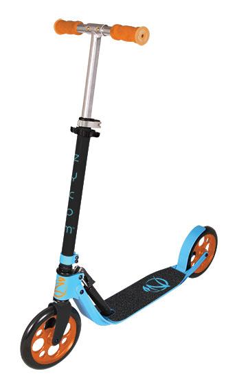 Самокат Zycom Easy Ride 200, цвет: голубой, оранжевый204-158Самокат Zycom Easy Ride 200 выполнен из алюминия, за счет чего он имеет небольшой вес. Высота руля регулируется. На руле имеются мягкие накладки. Самокат оснащен 2 большими полиуретановыми колесами. Дека имеет нескользящее покрытие. Самокат оборудован подножкой. Заднее колесо оснащено тормозом. Zycom Easy Ride 200 понравится всем любителям езды на самокате.
