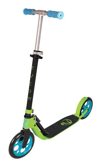 Самокат Zycom Easy Ride 200, цвет: зеленый, голубой204-159Самокат Zycom Easy Ride 200 выполнен из алюминия, за счет чего он имеет небольшой вес. Высота руля регулируется. На руле имеются мягкие накладки. Самокат оснащен 2 большими полиуретановыми колесами. Дека имеет нескользящее покрытие. Самокат оборудован подножкой. Заднее колесо оснащено тормозом. Zycom Easy Ride 200 понравится всем любителям езды на самокате.