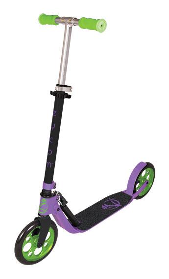 Самокат Zycom Easy Ride 200, цвет: фиолетовый, зеленый204-480Самокат Zycom Easy Ride 200 выполнен из алюминия, за счет чего он имеет небольшой вес. Высота руля регулируется. На руле имеются мягкие накладки. Самокат оснащен 2 большими полиуретановыми колесами. Дека имеет нескользящее покрытие. Самокат оборудован подножкой. Заднее колесо оснащено тормозом. Zycom Easy Ride 200 понравится всем любителям езды на самокате.