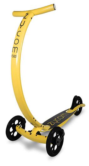 Самокат Zycom C500 Coast, цвет: желтый, черный204-151Самокат Zycom C500 Coast обладает очень необычным дизайном. Конструкция выполнена из алюминия, за счет чего самокат имеет небольшой вес. Отличительной особенностью является то, что для поворота необходимо наклонить руль в соответствующую сторону. Высота руля регулируется. Специальная гидравлическая система позволяет перейти в легкий режим езды. Самокат оснащен 3 большими полиуретановыми колесами. Дека имеет нескользящее покрытие. Заднее колесо оснащено тормозом.