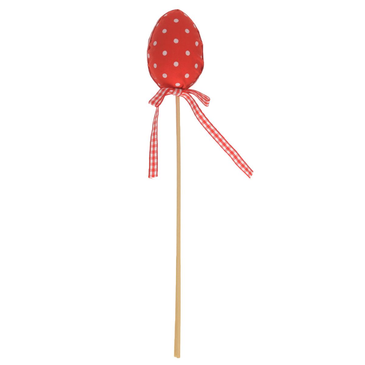 Декоративное пасхальное украшение на ножке Home Queen Яйцо с лентой, цвет: красный, высота 25 см64174_1Декоративное украшение Home Queen Яйцо с лентой выполнено из полиэстера в виде пасхального яйца на деревянной ножке, декорированного принтом горох. Изделие украшено текстильной лентой. Такое украшение прекрасно дополнит подарок для друзей или близких на Пасху. Высота: 25 см. Размер яйца: 6 см х 4 см.