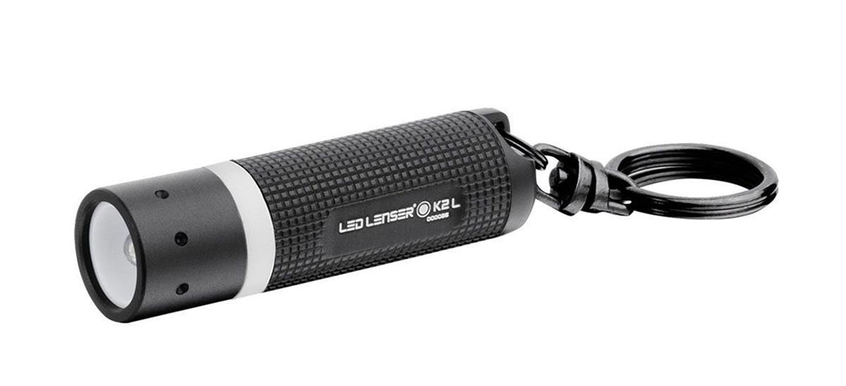 Фонарь-брелок Led Lenser K2-L8202-LОт производителя Брелок для ключей. Световой поток - 25 лм. Время свечения до 1 лм - 5,5 часов. Длина - 60 мм. Вес - 21 г. Питание - 4 х AG13 1,5 В. Количество светодиодов - 1. Эффективная дальность свечения – до 20 м. Картонная упаковка.