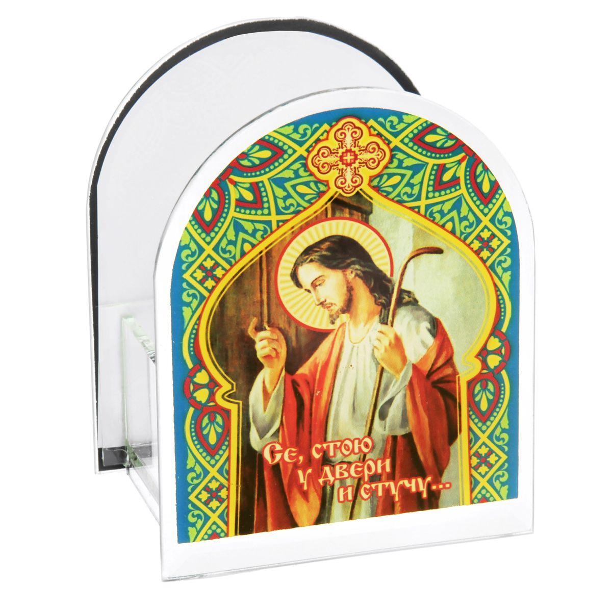 Подсвечник Sima-land Се, стою у двери и стучу...842470Подсвечник Sima-land Се, стою у двери и стучу... изготовлен из качественного стекла, предназначен для свечи в гильзе. С одной стороны подсвечника изображен лик святого, с другой стороны нанесен текст. Зажгите свечку поставьте ее в подсвечник и наслаждайтесь теплом, которое наполнит ваше сердце. Такой подсвечник привнесет в ваш дом согласие и мир и будет прекрасным подарком, оберегающим близких вам людей. Размер подсвечника (ДхШхВ): 9 см х 7 см х 11 см. Диаметр отверстия для свечи: 4,5 см.