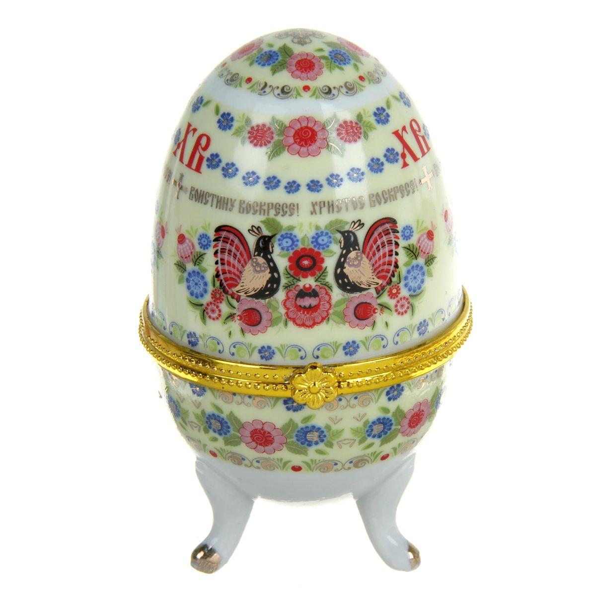 Яйцо-шкатулка Sima-land Хохлома, высота 10 см. 890111890111Яйцо-шкатулка Sima-land Хохлома представляет собой изделие, изготовленное из белоснежной прочной керамики и оформленное росписью, выполненной в технике деколь, с золотистыми вставками. Изделие располагается на изящных ножках. Яйцо-шкатулка Sima-land Хохлома порадует своим великолепием и функциональными особенностями. Это не только символичный, но и очень полезный подарок на светлый праздник Пасхи. Диаметр яйца-шкатулки: 6 см. Высота яйца-шкатулки: 10 см.