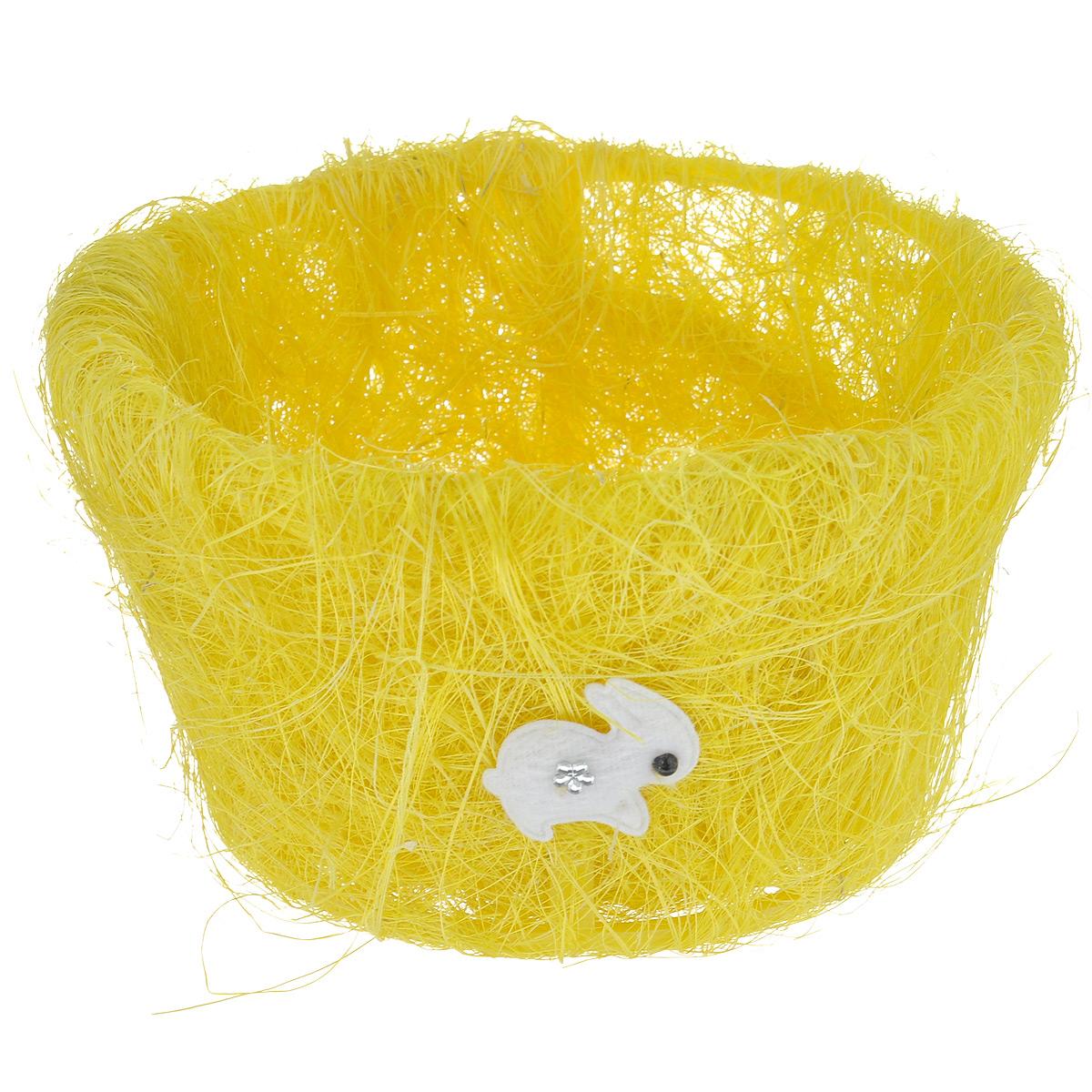 Корзина декоративная Home Queen Полевые цветы, цвет: желтый, 15,5 х 9 см66819_1Декоративная корзина Home Queen Полевые цветы предназначена для хранения различных мелочей и аксессуаров. Изделие имеет пластиковый каркас, обтянутый нитями из полиэстера. Корзина украшена фигуркой зайца со стразами. Такая корзина станет оригинальным и необычным подарком или украшением интерьера. Размер корзины: 15,5 см х 15,5 см х 9 см. Диаметр дна: 11 см.