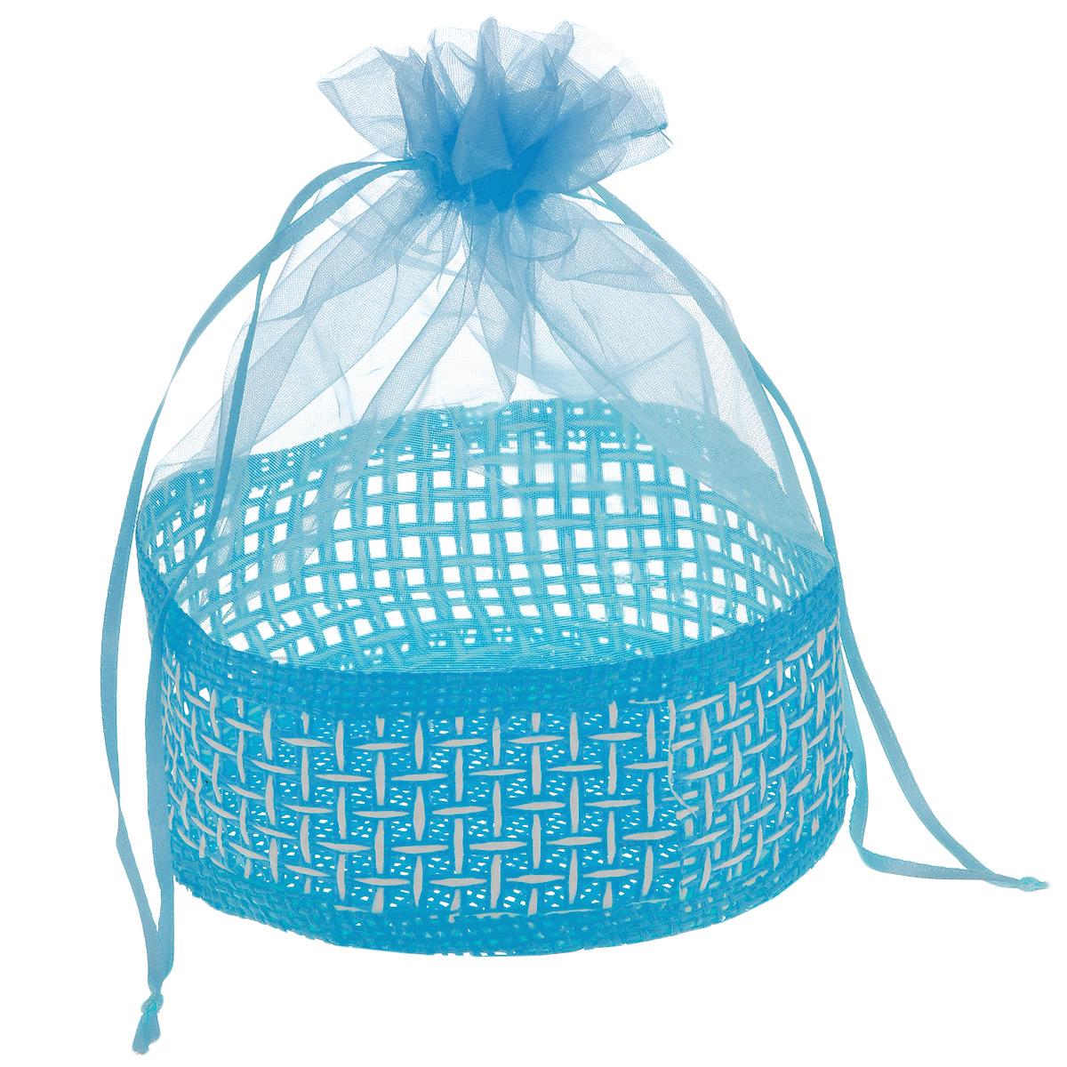 Корзинка Home Queen Подарок, цвет: голубой, 13 х 20 см66826_4Декоративная корзинка Home Queen Подарок прекрасно подойдет в качестве подарочной упаковки, в ней также удобно хранить различных бытовые и косметические принадлежности. Изделие имеет жесткое основание в виде плетеной корзинки, верх выполнен из полупрозрачного полиэстера. Корзинка закрывается на кулиску.