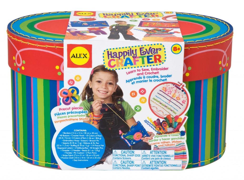 Большой набор для рукоделия Alex Happily Ever Crafter, 3в180WБольшой набор для рукоделия Alex Happily Ever Crafter станет отличным подарком вашему ребенку. С помощью него малышка сможет изготовить 9 разнообразных изделий (мягкую игрушку, кошелек с аппликацией, фетровую брошь, расшитую бандану, сумочку, полоску для волос, заколку, браслеты, шарф), а также при желании придумать собственные оригинальные вещи, используя материалы, имеющиеся в наборе. В набор входят: бандана, 40 пуговиц, крючок, 10 цветных ниток, пряжа четырех цветов, пяльца, ножницы, брошь, пайетки, ленты и тесемки, материал для набивки, различные фетровые элементы, нитки, 2 иглы, бисер разных цветов, наперсток, подушечка для булавок, 2 помпона, две ткани и иллюстрированная инструкция.