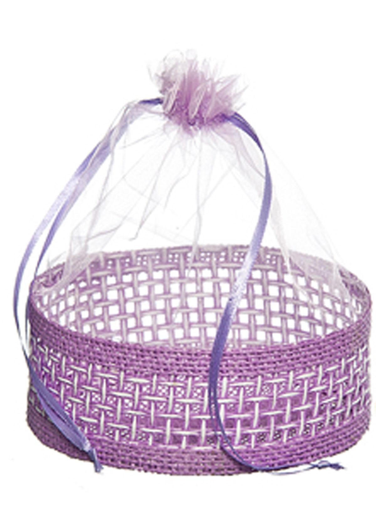Корзинка Home Queen Подарок, цвет: сиреневый, 13 см х 20 см66826_3Декоративная корзинка Home Queen Подарок прекрасно подойдет в качестве подарочной упаковки, в ней также удобно хранить различные бытовые и косметические принадлежности. Изделие имеет жесткое основание в виде плетеной корзинки, верх выполнен из полупрозрачного полиэстера. Корзинка закрывается на кулиску.