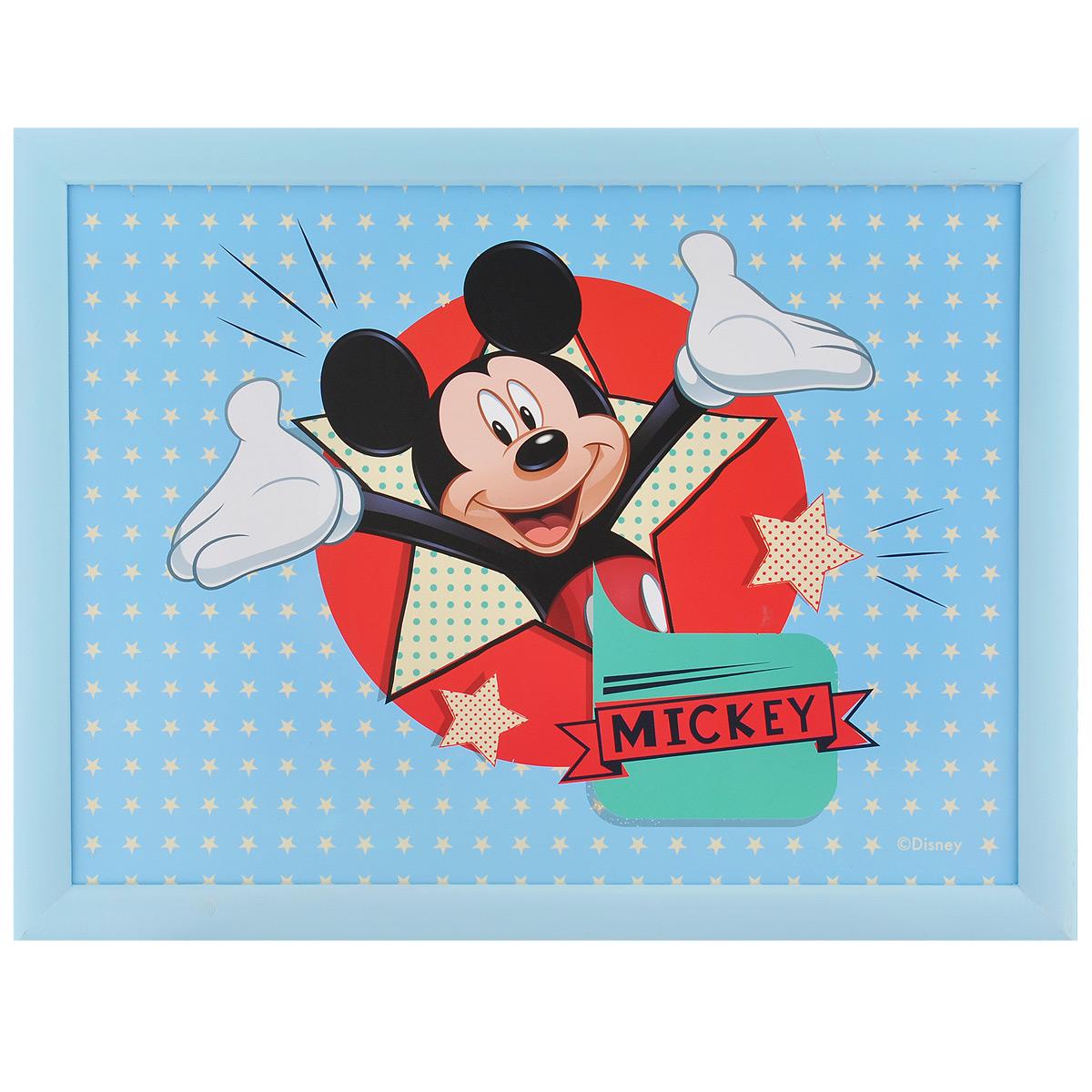 Столик-поднос Disney Микки, с подушкой, 44 х 34 х 8 см. 6124161241голубойСтолик-поднос Disney Микки удобно помещается на коленях. Его можно использовать для рисования, работы с ноутбуком или чтобы перекусить. Столик изготовлен из дерева и имеет мягкое основание в виде подушки, наполненной крупными шариками пенопласта. Яркий дизайн с изображением Микки Мауса несомненно понравится вашему ребенку.