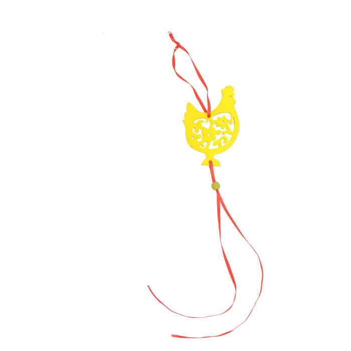 Декоративное подвесное украшение Home Queen Курочка, цвет: желтый. 6680466804_2Декоративное украшение Home Queen Курочка изготовлено из высококачественного дерева. Украшение выполнено в виде курочки и декорировано перфорацией. С помощью текстильной петельки изделие можно повесить в любом удобном для вас месте. Такое украшение прекрасно оформит интерьер дома или станет замечательным подарком для друзей и близких на Пасху. Размер фигурки: 6,5 см х 0,2 см х 9,5 см.