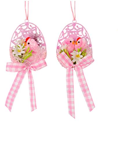 Набор декоративных подвесных украшений Home Queen Цыпленок в скорлупе, цвет: розовый, 2 шт64441_1Набор Home Queen Цыпленок в скорлупе состоит из двух декоративных украшений. Украшение изготовлено из пластика в виде половинки яйца и декорировано фигурками цыплят и цветами. С помощью текстильной петельки изделия можно повесить в любом удобном для вас месте. Такой набор украшений прекрасно оформит интерьер дома или станет замечательным подарком для друзей и близких на Пасху. Размер украшений: 5,5 см х 2,5 см х 7 см.