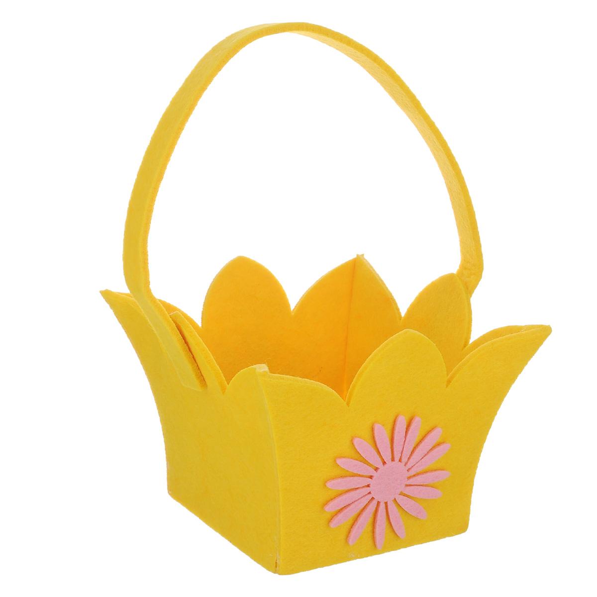 Корзинка Home Queen Лилия, цвет: желтый, 14 см х 14 см х 12 см66832_1Корзинка Home Queen Лилия предназначена для украшения интерьера и сервировки стола. Изделие выполнено из фетра, оформлено аппликацией в виде цветка. Корзинка оснащена ручкой. Такая оригинальная корзинка станет ярким украшением стола. Идеальный вариант для хранения пасхальных яиц или хлеба.