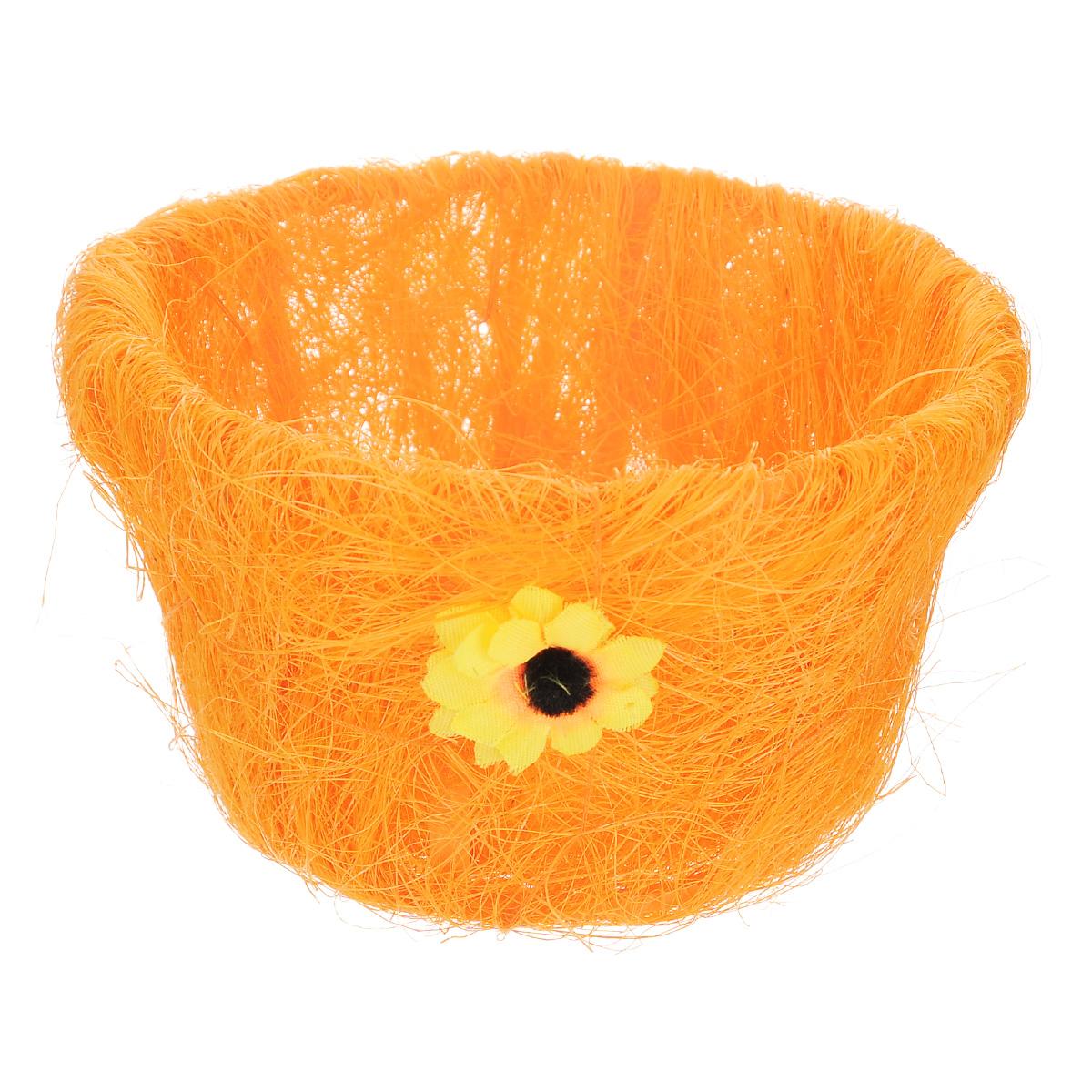 Корзина декоративная Home Queen Полевые цветы, цвет: оранжевый, 15,5 х 9 см66819_3Декоративная корзина Home Queen Полевые цветы предназначена для хранения различных мелочей и аксессуаров. Изделие имеет пластиковый каркас, обтянутый нитями из полиэстера. Корзина украшена цветком. Такая корзина станет оригинальным и необычным подарком или украшением интерьера. Размер корзины: 15,5 см х 15,5 см х 9 см. Диаметр дна: 11 см.