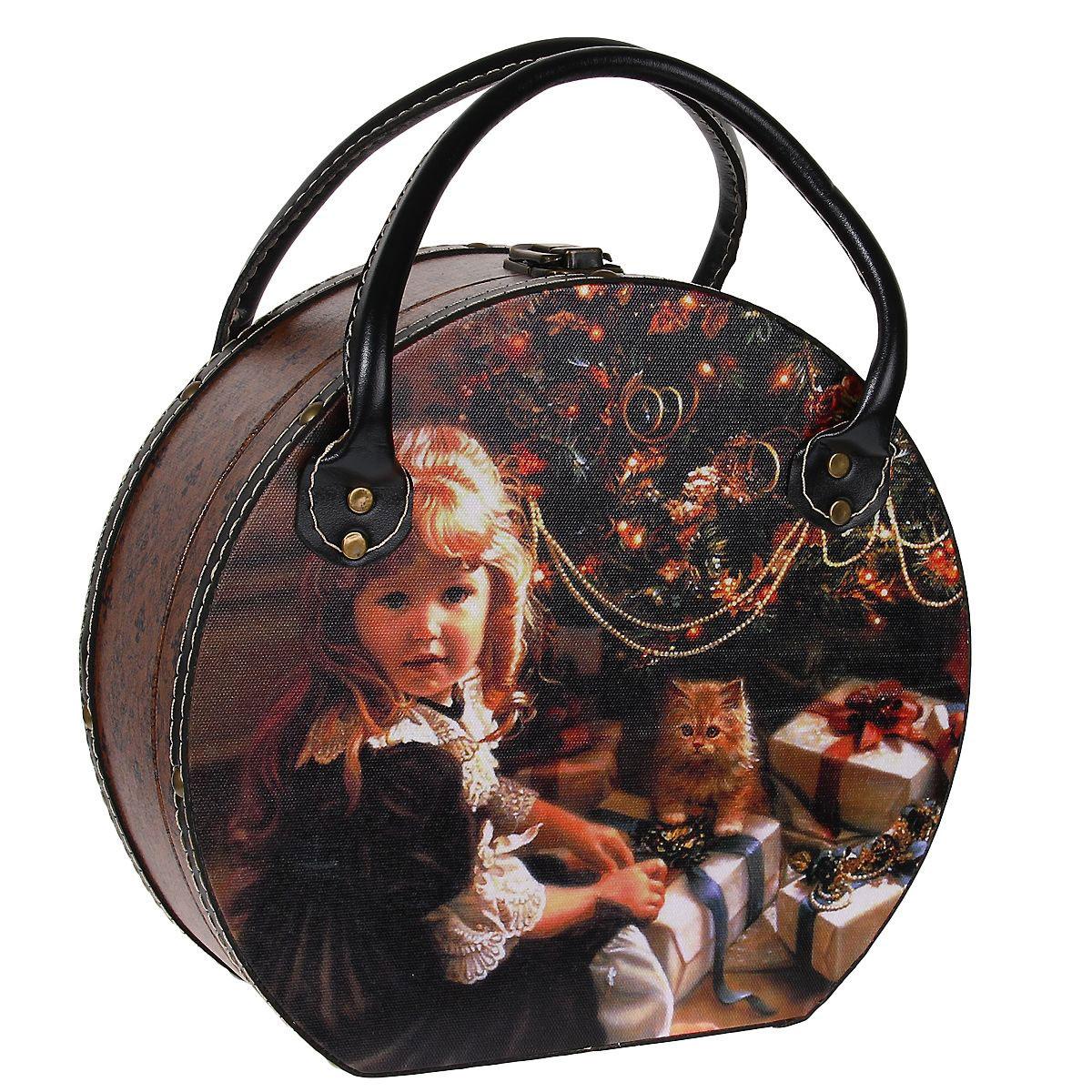 Шкатулка для хранения Девочка с котенком, 25,5 см х 23,5 см х 10,5 смTL3764LШкатулка для хранения Девочка с котенком, выполненная из МДФ, оснащена удобным металлическим замком и двумя ручками для удобной транспортировки шкатулки. Шкатулка, выполненная в виде сумки-чемоданчика, обтянута по всей поверхности текстилем с изображением милой девочки с рыжим котенком. Края шкатулки декорированы искусственной кожей и металлическими клепками. Внутри шкатулки имеется одно вместительное отделение, также обтянутое текстилем. Шкатулка для хранения Девочка с котенком станет оригинальным украшением интерьера и позволит хранить множество украшений, бижутерии, а также предметов шитья или рукоделия.