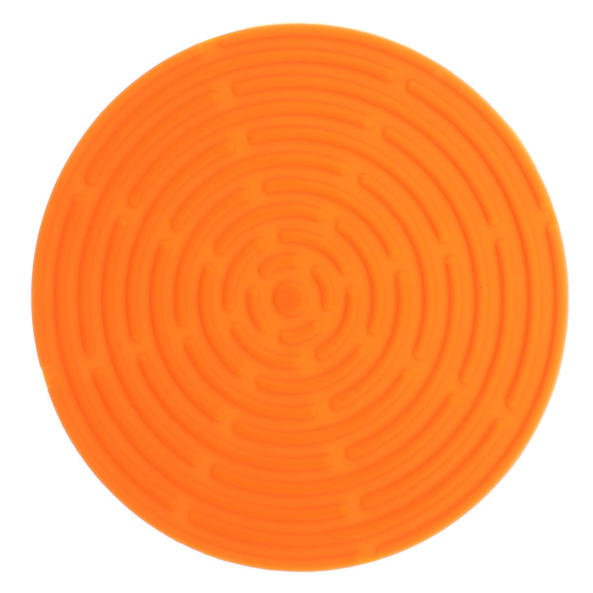Подставка под горячее Atlantis, цвет: оранжевый, диаметр 15 смSC-MT-010-OКруглая подставка под горячее Atlantis изготовлена из высококачественного пищевого силикона. Выдерживает температуру до +230°С, не впитывает запахи и предохраняет поверхность вашего стола от высоких температур. Оригинальный дизайн внесет свежесть и новизну в интерьер кухни. Подставка под горячее станет незаменимым помощником на кухне. Легко моется в посудомоечной машине.