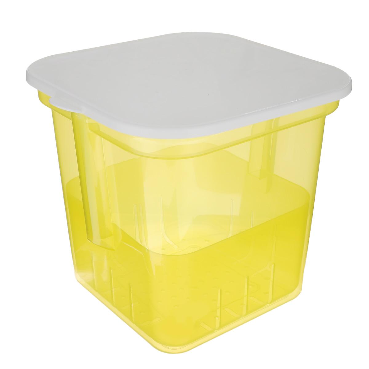 Банка для солений Альтернатива, с крышкой и вставкой, цвет: желтый, 7 лM1252Банка Альтернатива предназначена для размещения в ней солений. Выполнена из высокопрочного пластика. В комплекте съемный контейнер с ручкой, на дне которого имеются отверстия. Это позволяет легко вынимать соленья, при этом рассол быстро стечет вниз. С такой банкой удобно и хранить, и перевозить соленья в рассоле. Банка закрывается крышкой белого цвета. Объем: 7 л.