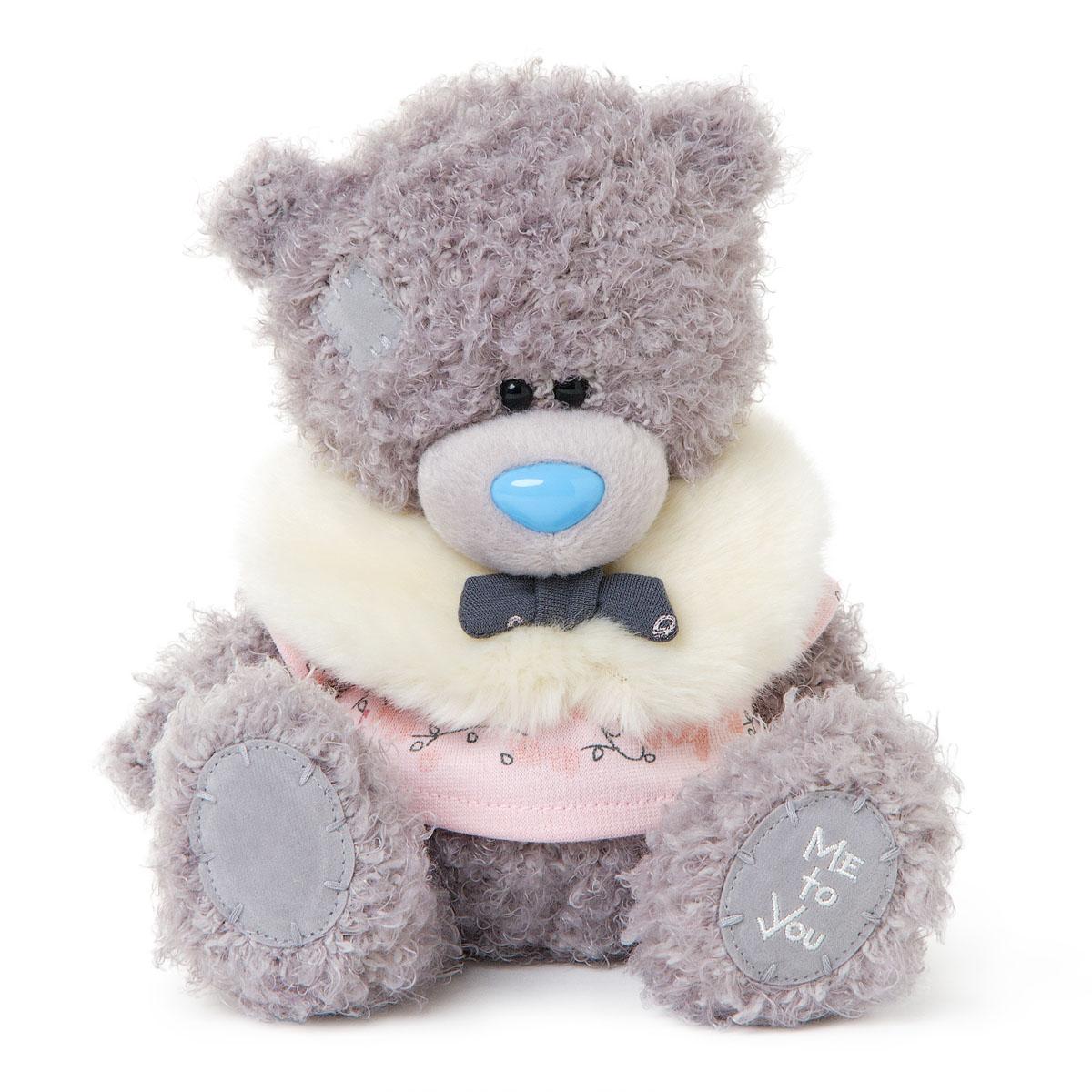 Me to You Мягкая игрушка Мишка Тедди, 18 см. G01W3289G01W3289Очаровательная игрушка Me to You Мишка Тедди выполнена в виде трогательного медвежонка. Игрушка изготовлена из высококачественных текстильных материалов. Специальные гранулы, используемые при ее набивке, способствуют развитию мелкой моторики рук малыша. Глазки и носик выполнены из пластика. Медвежонок одет в милую розовую футболку, украшенную узорами, и меховой шарф, который завязан бантиком. Удивительно мягкая игрушка принесет радость и подарит своему обладателю мгновения нежных объятий и приятных воспоминаний. Долгая история Мишки Тедди создала целый культ в истории, про него снимали мультфильмы и фильмы, сочиняли сказки и песни, он был любимцем детей и взрослых множество лет и является им сейчас. Нет лучшего подарка для ребенка или для девушки, чем Мишка Тедди от Me To You. Он способен выразить Вашу любовь, заботу или дружбу. Он подарит огромное количество любви и ласки своему владельцу, как это делали миллионы других медведей Тедди, до него. Это именно...