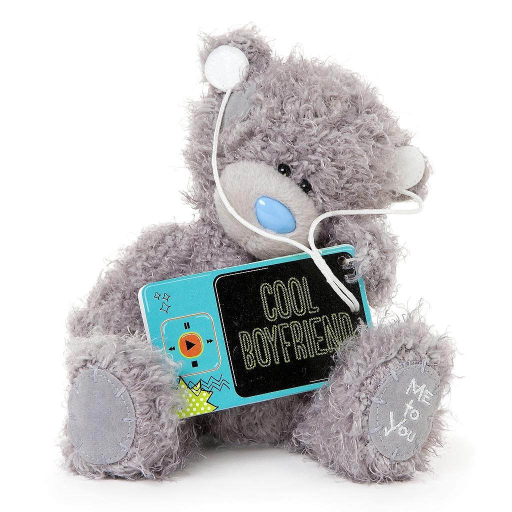 Me to You Мягкая игрушка Мишка Тедди, 18 см. G01W3409G01W3409Очаровательная игрушка Me to You Мишка Тедди выполнена в виде трогательного медвежонка. Игрушка изготовлена из высококачественных текстильных материалов. Специальные гранулы, используемые при ее набивке, способствуют развитию мелкой моторики рук малыша. Глазки и носик выполнены из пластика. В лапках медвежонок держит голубой плеер, выполненный из пластика, с надписью Cool Boyfriend, а в ушках у него наушники. Удивительно мягкая игрушка принесет радость и подарит своему обладателю мгновения нежных объятий и приятных воспоминаний. Долгая история Мишки Тедди создала целый культ в истории, про него снимали мультфильмы и фильмы, сочиняли сказки и песни, он был любимцем детей и взрослых множество лет и является им сейчас. Нет лучшего подарка для ребенка или для девушки, чем Мишка Тедди от Me To You. Он способен выразить Вашу любовь, заботу или дружбу. Он подарит огромное количество любви и ласки своему владельцу, как это делали миллионы других...