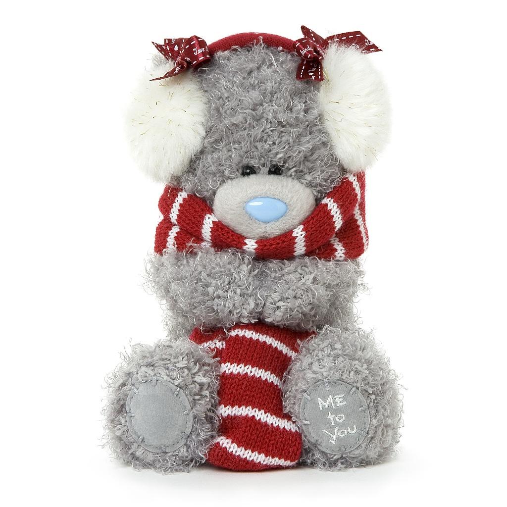 Me to You Мягкая игрушка Мишка Тедди, 17 см. G01W3304G01W3304Очаровательная игрушка Me to You Мишка Тедди выполнена в виде трогательного медвежонка. Игрушка изготовлена из высококачественных текстильных материалов. Специальные гранулы, используемые при ее набивке, способствуют развитию мелкой моторики рук малыша. Глазки и носик выполнены из пластика. Медвежонок одет в красно-белый шарфик и меховые наушники с бантиками в тон. Удивительно мягкая игрушка принесет радость и подарит своему обладателю мгновения нежных объятий и приятных воспоминаний. Долгая история Мишки Тедди создала целый культ в истории, про него снимали мультфильмы и фильмы, сочиняли сказки и песни, он был любимцем детей и взрослых множество лет и является им сейчас. Нет лучшего подарка для ребенка или для девушки, чем Мишка Тедди от Me To You. Он способен выразить Вашу любовь, заботу или дружбу. Он подарит огромное количество любви и ласки своему владельцу, как это делали миллионы других медведей Тедди, до него. Это именно та игрушка, которая имеет...
