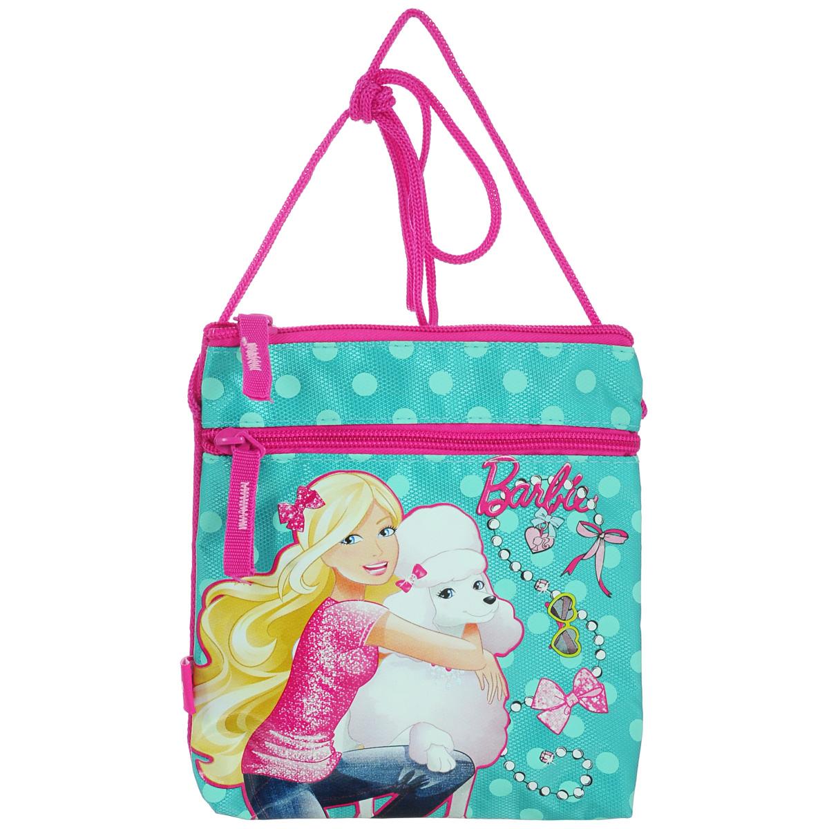 Сумка детская на плечо Barbie, цвет: бирюзовый, розовыйBRAP-UT-481Детская сумка Barbie выполнена из прочного полиэстера и оформлена термоаппликацией с изображением Барби, обнимающей белого пуделя. Сумочка содержит одно отделение и закрывается на застежку-молнию. На лицевой стороне расположен прорезной карман на застежке-молнии. Сумочка оснащена шнурком для переноски. Рекомендуемый возраст: от 3 лет.