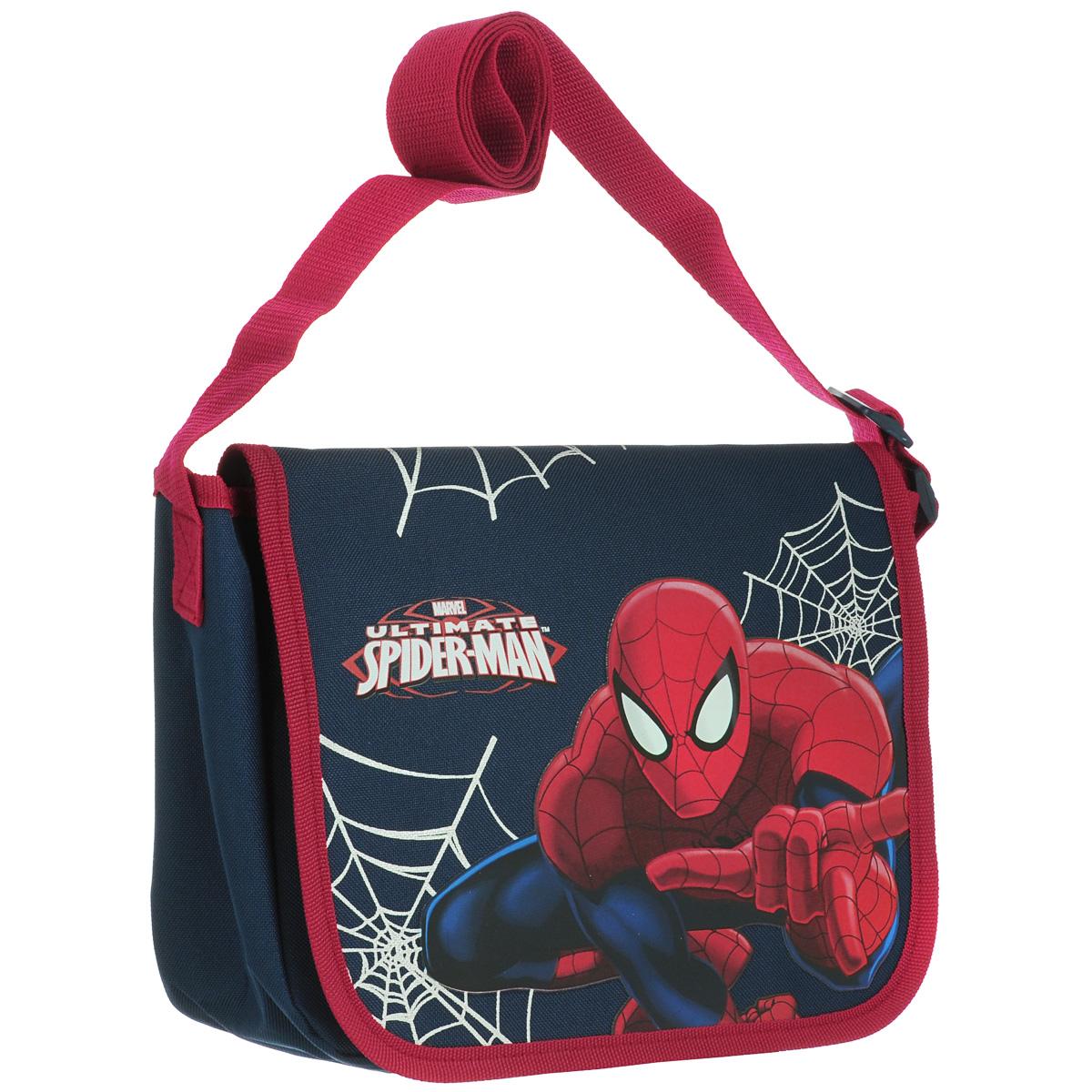 Сумка детская на плечо Spider-Man, цвет: синий, красный. SMAP-UT-4072SMAP-UT-4072Детская сумка Spider-Man выполнена из прочного полиэстера и оформлена термоаппликацией с изображением супергероя Человека-Паука. Сумочка содержит одно отделение и закрывается клапаном на липучках. Внутри находится пришивной кармашек для мелочей на молнии. Сумочка оснащена регулируемым по длине текстильным ремнем для переноски на плече, благодаря чему подойдет ребенку любого роста.