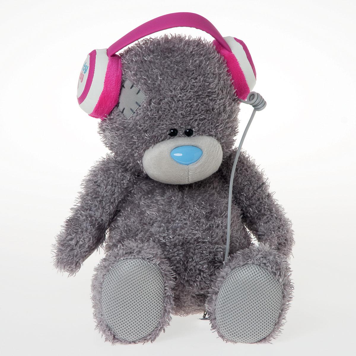 Me to You Мишка 34*24,5*23 см. с функцией MP3, в наушниках, в коробкеG01W2855Мишка Тедди в наушниках от Me To You , теперь имеет растрепанную серую шерстку и голубой нос. Он по-прежнему очень мил и красив. О давней истории мишки говорит симпатичная заплатка и потрепанная пушистая шерстка. Но Тедди, как и прежде настоящий английский аристократ, поэтому он не жалуется на свои раны, он только все больше и больше привязывается к нам, как и мы к нему. Мишка Тедди имеет функцию MP3 и может воспроизводить различные мелодии, для этого есть наушники.