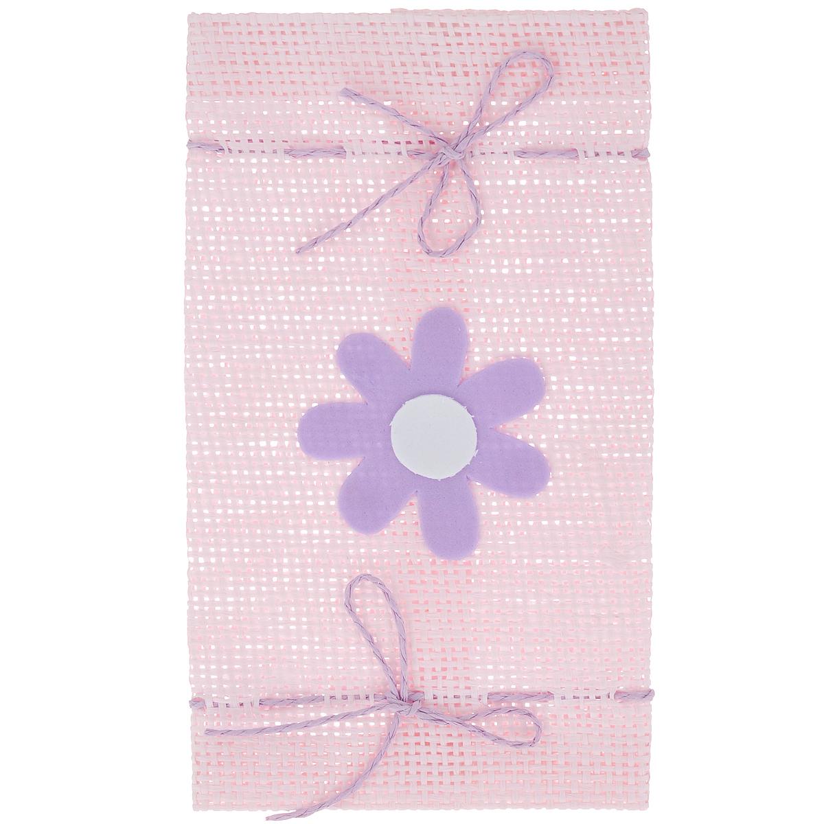 Подарочная упаковка Home Queen Конфетка, цвет: розовый, 10,5 см х 19 см64493_1Подарочная упаковка Home Queen Конфетка, выполненная из высококачественного полиэстера, декорирована цветком. Изделие имеет два шнурка по бокам. В такую подарочную упаковку можно вставить бутылку вина или вложить конверт. Подарок, преподнесенный в оригинальной упаковке, всегда будет самым эффектным и запоминающимся. Окружите близких людей вниманием и заботой, вручив презент в нарядном, праздничном оформлении.