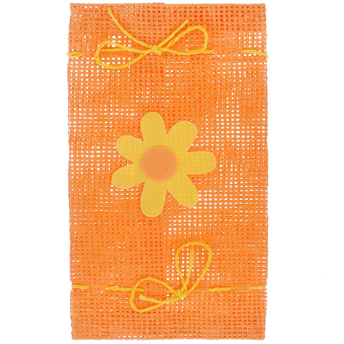 Подарочная упаковка Home Queen Конфетка, цвет: оранжевый, 10,5 х 19 см64493_5Подарочная упаковка Home Queen Конфетка, выполненная из высококачественного полиэстера, декорирована цветком. Изделие имеет два шнурка по бокам. В такую подарочную упаковку можно вставить бутылку вина или вложить конверт. Подарок, преподнесенный в оригинальной упаковке, всегда будет самым эффектным и запоминающимся. Окружите близких людей вниманием и заботой, вручив презент в нарядном, праздничном оформлении.
