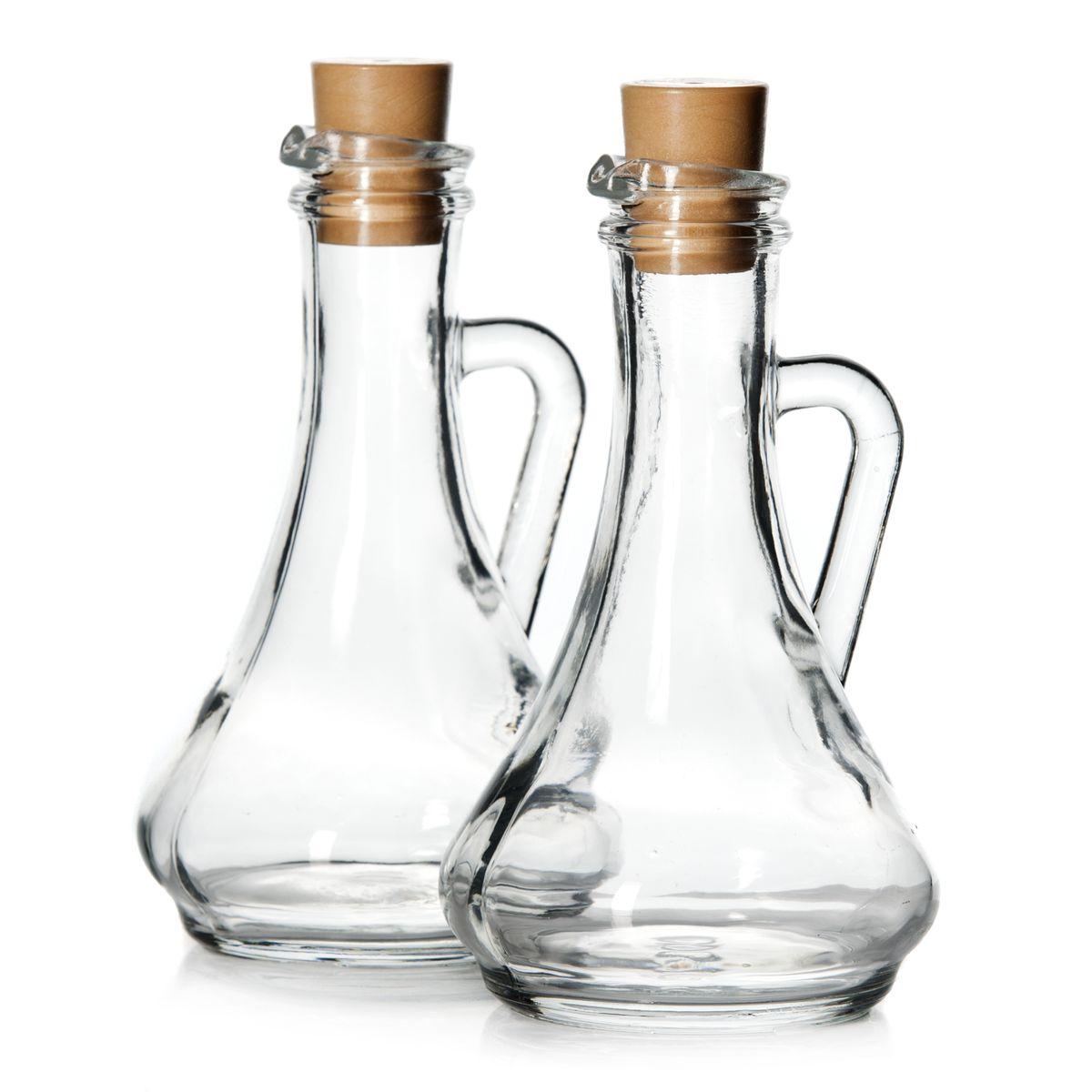Набор емкостей для масла и уксуса Pasabahce Olivia, 260 мл, 2 шт. 80108B80108BНабор Pasabahce Olivia, выполненный из прочного натрий-кальций-силикатного стекла, состоит из двух емкостей для масла и уксуса. Такой набор позволит украсить любую кухню, внеся разнообразие как в строгий классический стиль, так и в современный кухонный интерьер. Емкости легки в использовании, стоит только перевернуть их, и вы с легкостью сможете добавить оливковое, подсолнечное масло, уксус или соус. Изделия, выполненные в виде кувшинов, оснащены плотно закрывающимися пластиковыми крышками и удобными ручками. Благодаря крышкам внутри сохраняется герметичность, и содержимое дольше остается свежим. Оригинальный набор для масла и уксуса будет отлично смотреться на вашей кухне. Можно мыть в посудомоечной машине. Объем: 260 мл. Диаметр (по верхнему краю): 3 см. Диаметр основания: 7 см. Высота емкости (без учета крышки): 16 см.