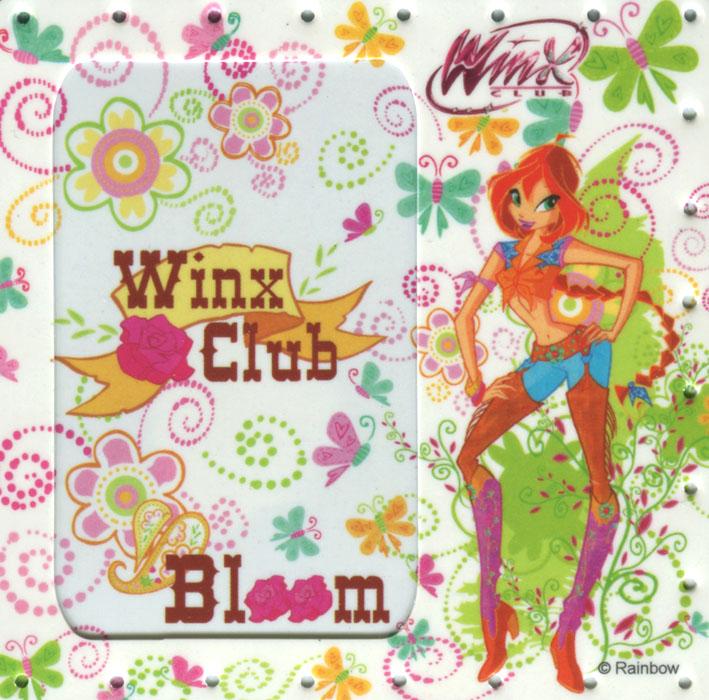 Фоторамка-магнит Winx Club Bloom, 10 см х 10 см1020127Фоторамка-магнит Winx Club Bloom не оставит равнодушным вашу маленькую поклонницу мультсериала Winx Club. Фоторамка изготовлена из пластика и оформлена изображением очаровательной феи Блум и яркими цветочными узорами. Задняя сторона рамки представляет собой магнит, позволяющий закрепить ее на любой металлической поверхности. Фоторамка надежно сохранит ваши лучшие воспоминания и станет оригинальным украшением интерьера любой комнаты.