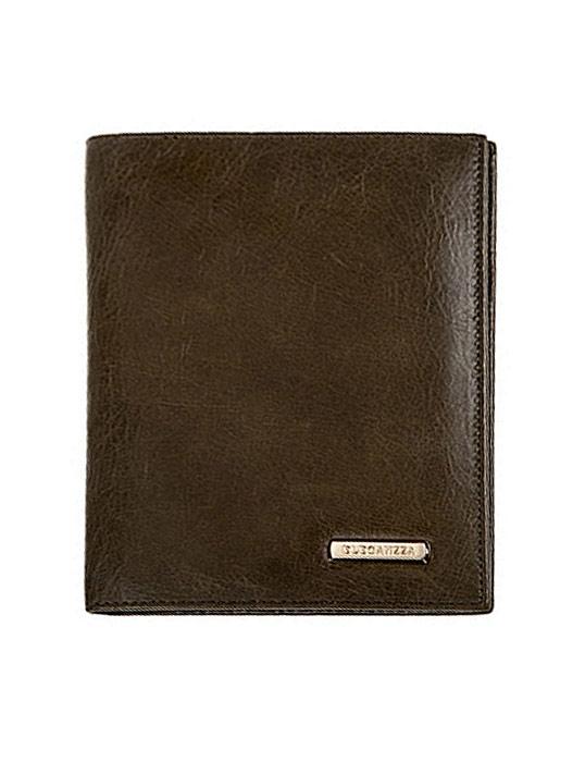 Обложка для паспорта Eleganzza, цвет: зеленый. Z3964-2585Z3964-2585_ЗеленыйОбложка для паспорта Eleganzza выполнена из натуральной кожи и оформлена металлической пластинкой в виде логотипа бренда, а внутренняя часть выполнена из текстиля. На внутреннем развороте слева расположено 3 кармашка для пластиковых карт и визиток. Обложка не только поможет сохранить внешний вид ваших документов и защитить их от повреждений, но и станет стильным аксессуаром, идеально подходящим вашему образу. Обложка для паспорта стильного дизайна может быть достойным и оригинальным подарком.