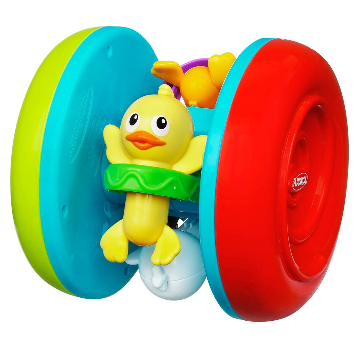 Playskool Обучающая игрушка Веселые утята27079Яркая обучающая игрушка Playskool Веселые утята понравится вашему ребенку. Игрушка представляет собой ролик с двумя колесиками, к перекладине которого прикреплены четыре забавных утенка. Эту игрушку можно катать, а шарик внутри нее будет весело греметь. Очаровательные разноцветные утята привлекут внимание ребенка, ведь их можно двигать под негромкие щелчки. Вам гарантированы смех и хорошее настроение малыша, когда он начнет катать эту игрушку и ползать за ней, никогда не давая этим утятам уйти от него слишком далеко! Такая игрушка развивает слух, моторику, цветовое и тактильное восприятие ребенка.