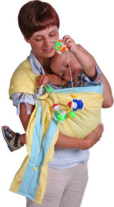 Слинг с кольцами Чудо-Чадо Лен комби, цвет: желтый, голубые полоски. Размер S (до 46)SKNby-00SСлинг с кольцами Чудо-Чадо Лен комби - замечательный помощник для молодой мамы: освобождает руки, создает близкий контакт с малышом, позволяет покормить незаметно для окружающих, прекрасно успокаивает и усыпляет малыша, имеет множество положений, можно выбрать то, что подойдет именно вам! Слинг выполнен из 100% льна. Слинг не имеет изнанки, рисунок двухсторонний. Легкая, натуральная ткань превосходно пропускает воздух. Отсутствие синтепоновых бортиков исключает ошибки при выборе размера. Удачный крой плеча слинга позволит вам пользоваться им с максимальным комфортом. Слинг оснащен пуговицей в виде сердечка, на которую можно застегнуть хвост, таким образом превратив его в удобный и вместительный карман. Слинг с кольцами очень удобен как для новорожденных, так и для деток постарше. В слинге используются очень легкие, но высокопрочные металлические несъемные кольца. В слинге удобно покормить ребенка грудью или укачать на дневной сон, путешествие с ребенком станет приятным...